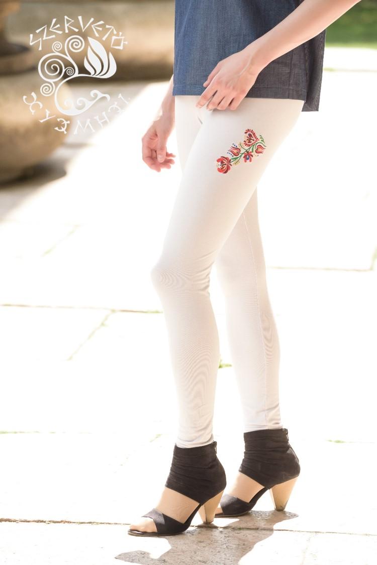 52ce1f26de Szervető-matyó felül hímzett leggings - világosszürke